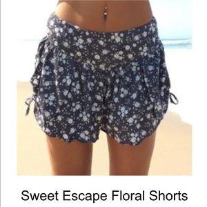 Cute floral shorts!